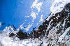 Textura subacuática abstracta de las burbujas de la espuma del mar Imagen de archivo