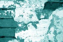 Textura suja velha da parede de tijolo no tom ciano foto de stock royalty free