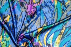 Textura, tela, fondo La bufanda de las mujeres La tela de seda es azul, Imágenes de archivo libres de regalías
