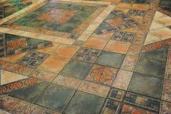 A textura telhou o assoalho em um estilo do mosaico Foto de Stock Royalty Free