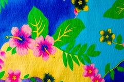 Textura, teste padrão Pano com testes padrões modelados de cores brilhantes Imagens de Stock Royalty Free
