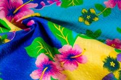 Textura, teste padrão Pano com testes padrões modelados de cores brilhantes Fotografia de Stock Royalty Free