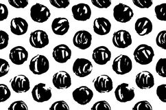Textura tirada mão do teste padrão que repete o monochrome sem emenda Pontos preto e branco Pinte manchas Textura ocasional do às Imagem de Stock