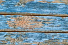 Textura velha do galho das placas que descasca a carca?a baixa do fundo horizontal azul das listras da pintura imagens de stock royalty free