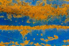 A textura velha do metal com descascamento da pintura e da oxidação azuis fotos de stock