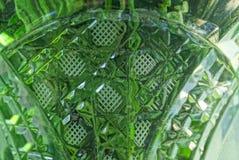 Textura verde cinzenta de uma parte de vidro sujo imagens de stock