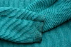 Textura verde da tela da camiseta verde com luvas sujas imagens de stock royalty free