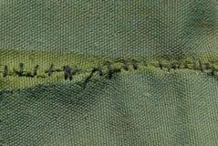 Textura verde de pano com costura preta na tela foto de stock royalty free