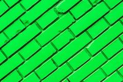 Textura verde diagonal de la pared de ladrillo Fotos de archivo libres de regalías
