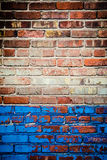 Textura vermelha e azul da parede de tijolo Imagens de Stock Royalty Free