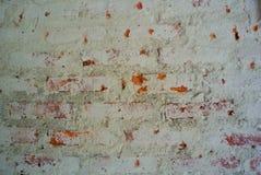 Textura y fondo abstractos del cemento enyesado decaído en la pared de ladrillo imagen de archivo libre de regalías