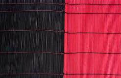 Texturas de bambú negras y rojas Fotos de archivo libres de regalías