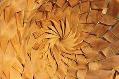 Texturas de madeira abstratas dos fundos Tiro colhido de uma cesta Fim de bambu do chapéu acima imagens de stock