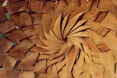 Texturas de madeira abstratas dos fundos Tiro colhido de uma cesta Fim de bambu do chapéu acima foto de stock