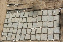 texturbakgrund av den kullersten stenlade gatan Arkivfoto