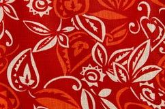 Texturbakgrund av den röda tygtextilen Arkivbilder