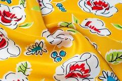Texturbakgrundsmodell blom- modell på en gul backgroun Royaltyfri Foto