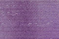 Texture à nervures de mur brillant réfléchi pourpre Fond convexe rose brillant d'aluminium Modèle abstrait de scintillement S vio photographie stock libre de droits