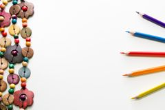 Texture élégante avec les pastels colorés et les ornements en céramique sur t Photos stock