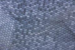Texture argentée en métal d'une pluralité d'hexagones une couleur grise de beau contexte photographie stock