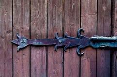 Texture as placas de madeira lisas pintadas com idade com laço do ferro do vintage, luz natural, espaço da cópia, foto de stock