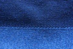 Texture bleue d'un morceau de tissu de laine foncé Images stock