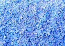 Texture bleue de fond de cristaux de sel de bain de station thermale Photos libres de droits