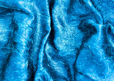 Texture bleue de tissu de satin onduleuse Photos libres de droits