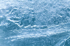 Texture bleue gelée de surface de glace, fond glacial de Noël macro vue, foyer mou Image stock