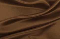 Texture brune élégante douce de soie ou de satin en tant que fond abstrait Conception luxueuse de fond Dans la sépia modifiée la  image stock