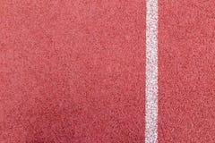 Texture courante de voie en caoutchouc avec la ligne blanche Photographie stock libre de droits