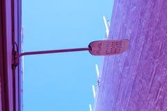 Texture créative de couleur en pastel de brique de courrier de lampe de vintage et de lampe photographie stock