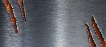 Texture déchirée en métal au-dessus de fond grunge rouillé Image libre de droits