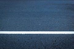 Texture d'asphalte avec la ligne blanche photos libres de droits