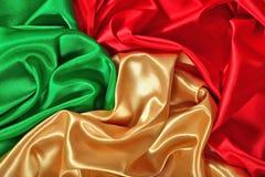 Texture d'or, rouge et verte naturelle de tissu de satin Image stock