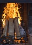Texture d'un feu de flambage dans la cheminée photos libres de droits