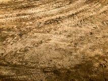 Texture d'un mauvais chemin de terre sale de chemin de terre avec des magmas et de boue de séchage d'argile avec des fissures et  photos libres de droits