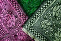 Texture d'un tissu avec un modèle et des couleurs des écharpes de laine Photographie stock