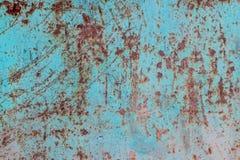 Texture d'un vieux, sale, rouillé et fortement rayé et souillé feuillard une fois couvert de peinture bleue Images libres de droits
