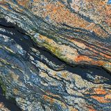 Texture d'une roche avec des traces brun-rougeâtre image libre de droits