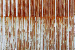 Texture de feuillard ondulé rouillé, plat galvanisé de fer Image stock