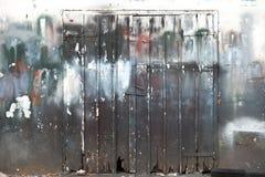 Texture de fond avec la porte en bois fermée Image libre de droits