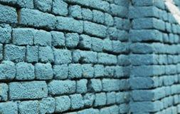 Texture de fond de mur de briques colorée par bleu Photographie stock