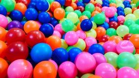 Texture de fond des boules en plastique multicolores Photos libres de droits