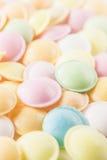 Texture de fond faite de beaucoup de sucreries rondes Images stock