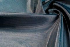Texture de fond, modèle Tissu en soie iridescent de noir bleu Photos libres de droits