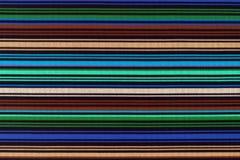 Texture de fond de tissu dans une bande longitudinale de couleur photos libres de droits