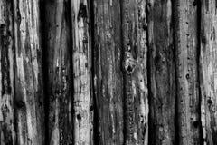 Texture de Grey Old Log Cabin Wall Mur rustique foncé de rondin de Chambre Fond boisé horizontal image libre de droits