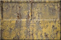 Texture de la surface métallique rouillée approximative jaune avec les parties accentuées grises encombrantes qui peuvent être vu Images stock