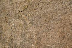 Texture de la vieille surface en pierre avec des corrections de lichen jaune Image libre de droits